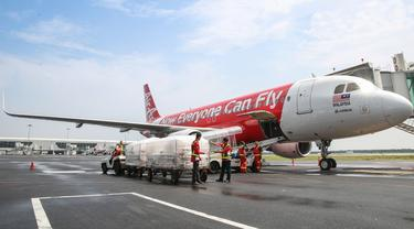 Teleport, usaha logistik di bawah airasia digital, mengubah konfigurasi dua pesawat penumpang AirAsia A320 menjadi pesawat kargo.