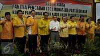 Sembilan Kandidat Bakal Calon (Balon) Ketua Umum DPP Partai Golkar berpose di kantor DPP Partai Golkar, Jakarta, Senin (2/5). (Liputan6.com/Johan Tallo)