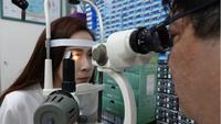 Chen, wanita asal Taiwan yang matanya mengalami kecatatan karena memakai smartphone dengan tingkat kecerahan yang tinggi. (Foto: Mirror.co.uk)