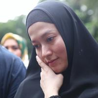 Lyra Virna resmi ditetapkan tersangka oleh Subdit IV Cyber Crime Ditreskrimsus Polda Metro Jaya. Penetapan tertuang dalam surat pemberitahuan nomor B/5795/III/2018/Datro per tanggal 16 Maret 2018 dari Polda Metro Jaya. (Nurwahyunan/Bintang.com)
