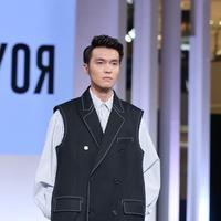 Royal Loyar pamerkan fashion khas Oppa Korea di Jakarta Fashion Week 2019 hari kedua. (Foto: fimela.com/Nurwahyunan)