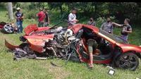 Kecelakaan supercar McLaren di Tol Jagorawi.