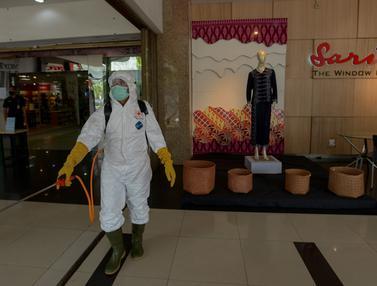 Pusat Perbelanjaan Sarinah Disemprot Disinfektan Cegah Corona
