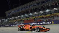 Pembalap Ferrari Sebastian Vettel juara balapan Formula 1 (F1) GP Singapura di Sirkuit Marina Bay, Minggu (22/9/2019). (AFP/Roslan Rahman)