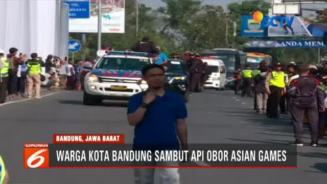 Api obor Asian Games 2018 tiba di Kota Bandung, Jawa Barat, Sabtu 11 Agustus 2018 pagi dan disambut dengan meriah oleh warga Kota Kembang.
