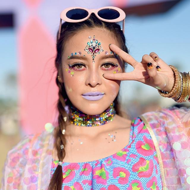 Makeup bold neon/copyright harpersbazaar.com.sg