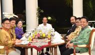 Presiden Jokowi menggelar makan malam bersama pimpinan partai pendukungnya (foto: biro pers)