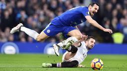 Davide Zappacosta - The Blues memboyong pemain berusia 29 tahun itu dari Torino pada musim panas 2017 dengan harga 25 juta euro. Gagal mendapatkan tempat di skuat utama Chelsea akhirnya Zappacosta menghabiskan dua musim terakhir dengan status pinjaman di AS Roma dan Genoa. (Foto: AFP/Glyn Kirk)