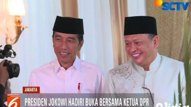Selain Jokowi, hadir pula Wakil Presiden Jusuf Kalla dan sejumlah pejabat negara lainnya.