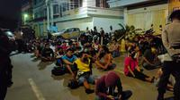 Ratusan pelanggar aturan PSBB diangkut polisi (Fauzan)