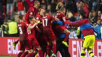 Para pemain Republik Ceska merayakan gol ke gawang Jerman pada laga Grup C kualifikasi Piala Dunia 2018 di Plzen, Republik Ceska (1/9/2017). Jerman menang 2-1. (AFP/Robert Michael)