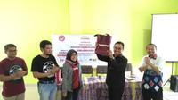 Mega Tri Agustina (Community Manager Bukalapak) dan Dr. H. M. Zairullah Azhar, M. Sc, Ketua Yayasan Pendidikan Bina Banua