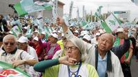 Peserta demo di Taipei, Taiwan pada 20 Oktober 2018. Puluhan ribu partisipan mendesak diadakannya referendum nasional agar Taiwan dapat memerdekakan diri dari China (Chiang Ying-ying / AP PHOTO)