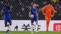 Eskpresi pemain Chelsea usai gawangnya dibobol oleh Watford saat pertandingan pertandingan Liga Inggris di stadion Vicarage Road, London (5/2). (AP Photo / Frank Augstein)