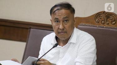 Terdakwa kasus dugaan korupsi terkait pengadaan e-KTP, Markus Nari saat menjalani sidang lanjutan di Pengadilan Tipikor, Jakarta, Senin (14/10/2019). Sidang beragendakan mendengar keterangan saksi-saksi. (Liputan6.com/Helmi Fithriansyah)