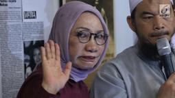 Ratna Sarumpaet saat konferensi pers terkait kasus penganiayaan yang dialaminya, Jakarta, Rabu (3/10). Ratna mengakui tidak ada penganiayaan yang diterimanya seperti kabar yang berkembang beberapa waktu terakhir. (Liputan6.com/Immanuel Antonius)
