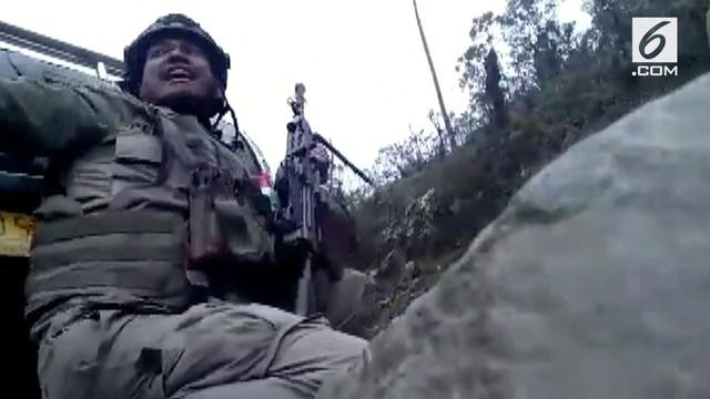 Personel Brimob Polda Papua ditembaki oleh KKB Papu saat akan mencari karyawan Istaka Karya yang hilang.