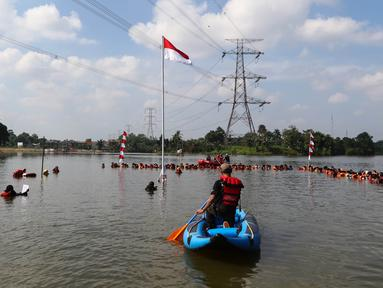 Suasana upacara Bendera HUT Kemerdekaan RI ke 71, yang diikuti sekitar 250 pelajar dan mahasiswa di Setu Tujuh Muara, Pamulang, Tangerang Selatan, Rabu (17/08). (Liputan6.com/Fery Pradolo)
