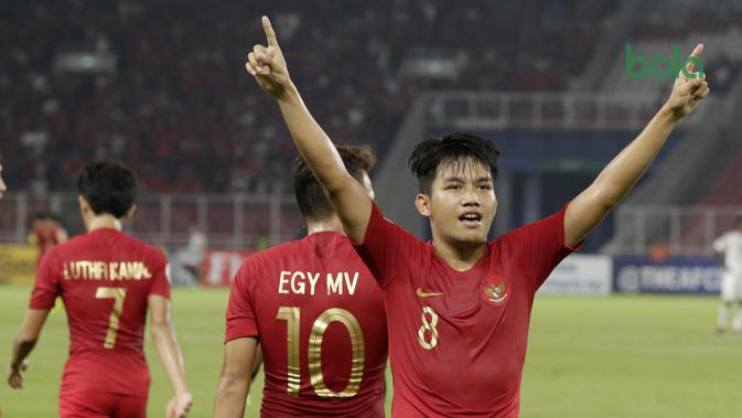 Gelandang Indonesia, Witan Sulaeman, melakukan selebrasi usai membobol gawang Uni Emirat Arab (UEA) pada laga AFC di SUGBK, Jakarta, Rabu (24/10/2018). Indonesia menang 1-0 atas UEA. (Bola.com/M Iqbal Ichsan)