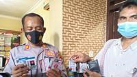 Barang bukti berupa sejumlah kartu pers yang diamankan Polsek Jenu, Polres Tuban. (Liputan6.com/Ahmad Adirin)