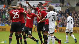 Pemain Manchester United merayakan gol kedua Striker Danny Welbeck, di Stadion Libert, pada 17 Agustus 2013. (AFP/Ian Kington): (AFP/Ian Kington)