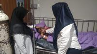 Bocah di Palembang dirawat di RS Muhammadiyah Palembang diduga keracunan usai mengkonsumsi bakso bakar di pinggir jalan (Liputan6.com / Nefri Inge)