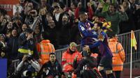 Pemain Barcelona rayakan gol yang diciptakan Lionel Messi (Lluis Gene/AFP)