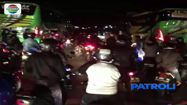 Geram teman dipukul saat membawa penumpang di Garut, Jawa Barat, pengemudi ojek daring serang pengemudi ojek pangkalan. #PatroliIndosiar