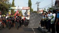 Wakil Bupati Ngawi, H Ony Anwar Harsono membuka Gowes Nusantara di Ngawi (dok: Kemenpora)