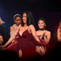 "Stylist Cardi B beberkan caranya untuk membantu menyembunyikan kehamilan sang rapper ""Bodak Yellow"". (CHRISTOPHER POLK  GETTY IMAGES NORTH AMERICA  AFP)"