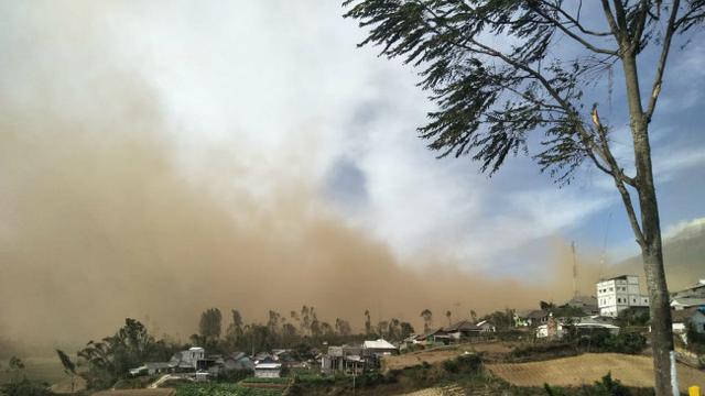 Hasil gambar untuk angin kencang di Desa Sumber Brantas Malang Jawa timur