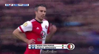 Robin van Persie kembali membela klub masa kecilnya, Feyenoord Rotterdam. This video is presented by Ballball.