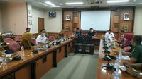 Rapat forkopimda Gresik, Jawa Timur pada Jumat (20/3/2020) (Foto: Liputan6.com/Dian Kurniawan)