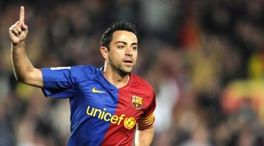 Barcelona's midfielder Xavi Hernandez celebrates after scoring during a Spanish League football match against Malaga on March 22, 2009 at the Camp Nou stadium in Barcelona. AFP PHOTO/LLUIS GENE