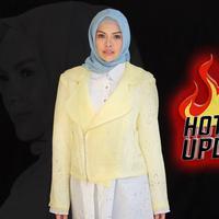 Nikita MIrzani saat ini sudah memutuskan untuk mengubah penampilannya menjadi berhijab. (DI: Muhammad Iqbal Nurfajri/Bintang.com)