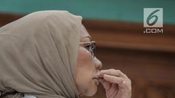 Terdakwa kasus penyebaran hoaks Ratna Sarumpaet menjalani sidang putusan di Pengadilan Negeri Jakarta Selatan, Kamis (11/7/2019). Majelis hakim memvonis Ratna Sarumpaet dengan hukuman 2 tahun penjara atas kasus penyebaran berita bohong yang menjeratnya. (Liputan6.com/Faizal Fanani)