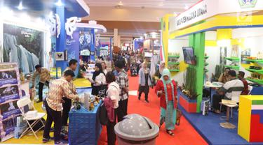 Suasana pameran Apkasi Otonomi Expo (AOE) di JCC Jakarta, Rabu (3/7/2019). Pameran AOE 2019 bertujuan untuk mempromosikan berbagai produk unggulan daerah di Tanah Air. (Liputan6.com/Angga Yuniar)