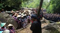 Ilustrasi – Ritual pengambilan air di mata air atau Tuk Sikopyah, Desa Serang, Kecamatan Karangreja, Purbalingga, dalam Festival Gunung Slamet. (Foto: Liputan6.com/Pemkab PBG/Muhamad Ridlo)