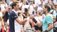Daniil Medvedev (kiri) menghadapi Rafael Nadal pada final AS Terbuka 2019. (AFP/Minas Panagiotakis)