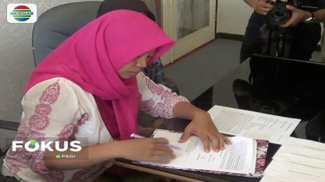 Baiq Nuril berencana gugat balik mantan kepala sekolah SMU 7 Mataram atas kasus pelecehan seksual.