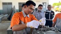 Pelatihan otomotif kepada 28 orang guru dari 14 SMK di Indonesia diberikan PT Krama Yudha Tiga Berlian Motors (KTB) selaku authorized distributor dari Mitsubishi Fuso Truck & Bus Corporation (MFTBC) mulai tanggal 30 September – 11 Oktober 2019