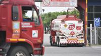 Penyaluran BBM oleh Truk Pertamina (dok: Pertamina)