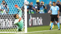 Kegemilangan Sommer menepis sepakan penalti Mbappe, eksekutor terakhir Prancis, memastikan pasukan Vladimir Petkovic ke perempat final Euro 2020. (Robert Ghement/Pool via AP)