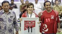 Ketua Umum Partai Solidaritas Indonesia (PSI) Grace Natalie (tengah) mendapatkan nomor 11 sebagai peserta pemilu 2019 saat pengundian nomor urut parpol di kantor KPU, Jakarta, Minggu (19/2). (Liputan6.com/Faizal Fanani)