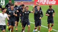 Para pemain tim nasional Jerman saat menjalani sesi latihan menjelang Piala Eropa, di Evian-les-Bains, Kamis (9/10/2016). (AFP/Patrik Stollarz).