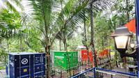 Penginapan kontainer. (dok. Instagram @hau.citumang/https://www.instagram.com/p/B3Rm2UtHYw-//Tri Ayu Lutfiani)