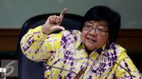 Menteri Lingkungan Hidup dan Kehutanan (LHK) Siti Nurbaya memberikan keterangan pers di Jakarta, Selasa (6/9). Jumpa pers tersebut terkait penyanderaan tujuh Penyidik PNS KLHK oleh pelaku pembakar hutan di Riau. (Liputan6.com/Johan Tallo)