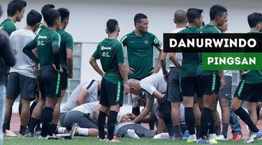 Berita video insiden Direktur Teknik PSSI, Danurwindo, mendadak pingsan pada saat latihan Timnas Indonesia persiapan untuk Piala AFF 2018 di Stadion Wibawa Mukti, Cikarang, Jawa Barat, Sabtu (3/11/2018).