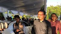 Ahok melayat ke rumah duka Presiden ke-3 Republik Indonesia, Baharuddin Jusuf  Habibie di Jalan Patra Kuningan XIII, Blok L XV Kav 5, Kuningan, Jakarta Selatan, Kamis (12/9/2019). (Liputan6.com/Delvira Hutabarat)