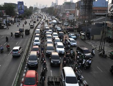 Kemacetan di Jalur Alternatif